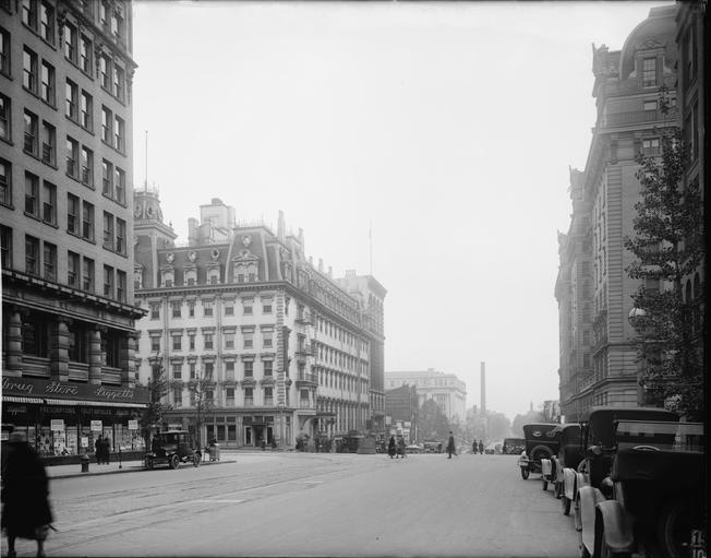 Old photo of Washington DC 14th and F Streets
